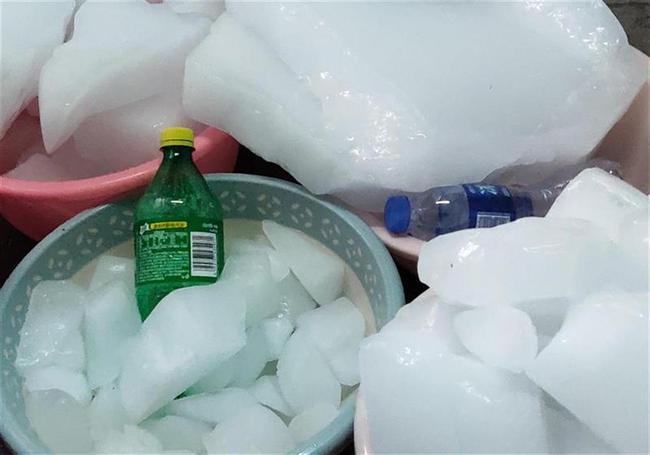 学生半夜被热醒 河北一高校购置1000块冰